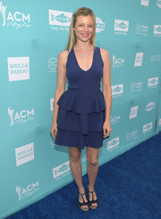 Amy Smart finished off her outfit with a pair of black T-strap platform sandals.