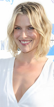 Ali Larter wore her layered bob in soft beachy waves while attending a Heal the Bay fundraiser.