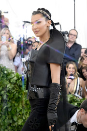 Bella Hadid teamed black fingerless gloves with her black outfit for an ultra-edgy look at the 2018 Met Gala.