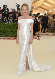 Uma Thurman gave us bridal vibes with this white off-the-shoulder gown by Gabriela Hearst at the 2018 Met Gala.
