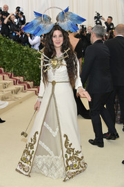 Lana Del Rey attended the 2018 Met Gala wearing an embroidered white Gucci gown that featured a sword-pierced heart.