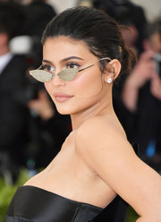 Kylie Jenner added extra sparkle with a pair of bedazzled cateye sunnies by Gentle Monster x Alexander Wang.
