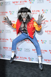 Rolled-up jeans completed Heidi Klum's outfit.