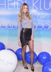 Heidi Klum completed her outfit with black ankle-strap pumps by Christian Louboutin.
