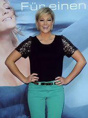 Helene Fischer wore a glammed-up T-shirt featuring sequined sleeves during her album presentation.