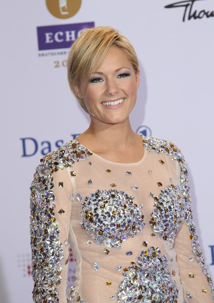 Helene Fischer Side Parted Straight Cut