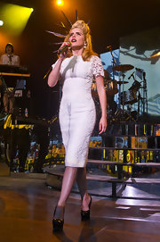 Paloma Faith showed off her unique style during a performance when she sported this retro-inspired, lace frock.