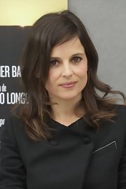 Elena Anaya attended a photocall in Madrid wearing her layered 'do casually tousled.