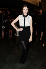 Anna Kendrick completed her cute outfit with a black mini skirt.