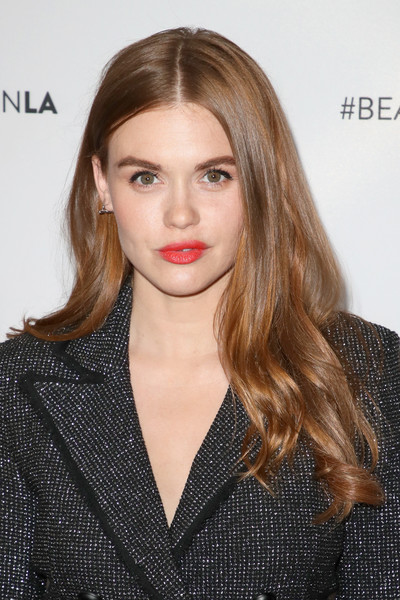 Holland Roden Long Wavy Cut [hair,lip,face,hairstyle,eyebrow,blond,long hair,beauty,brown hair,chin,arrivals,holland roden,beautycon festival la,los angeles convention center,california]