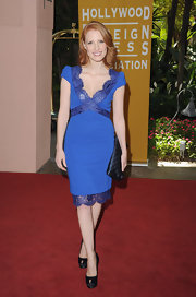 Jessica Chastain pulled her look together with a navy Louis Vuitton monogram clutch.