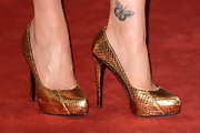 We got a close glimpse of Carla's butterfly tattoo on the red carpet.