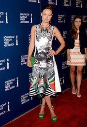 Olivia rocked the printed-dress trend with this gorgeous kaleidoscope-print A-line at the Hollywood Foreign Press Luncheon.