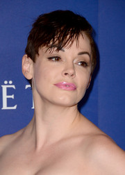 Rose McGowan contrasted her edgy 'do with a sweet pink lip.