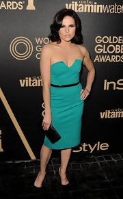 Lana kept things bright and simple in this aqua strapless number at the Golden Globe award season celebration.