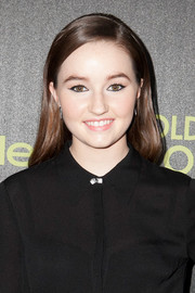 Kaitlyn Dever opted for simple styling with this loose side-parted 'do at the Golden Globe Award season celebration.