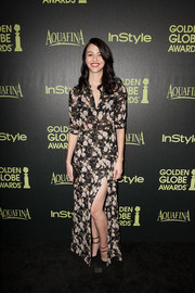 Katie Findlay looked refreshingly stylish in a floral shirtdress with a thigh-high slit at the Golden Globe Award season celebration.