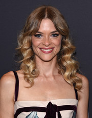 Jaime King looked sweet and youthful with her curly hairstyle and parted bangs at the Golden Globes 75th anniversary celebration.