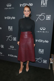 Kate Walsh showed off her slim figure in a body-con black turtleneck at the Golden Globes 75th anniversary celebration.