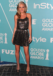 Amanda paired a glitzy cocktail dress with glittery bronze peep toes. Soft waves and natural makeup complete her lovely look.
