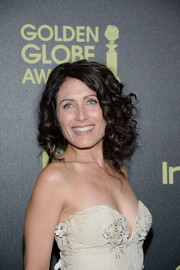 Lisa Edelstein wore her hair up in a messy curly updo for a care-free look.