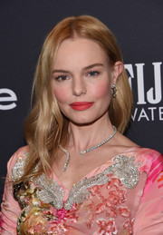 Kate Bosworth looked simply beautiful with her loose center-parted hairstyle at the Golden Globes 75th anniversary celebration.