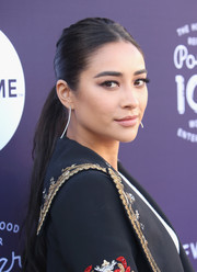 Shay Mitchell sported a casual-chic center-parted ponytail at the Hollywood Reporter's 2017 Women in Entertainment Breakfast.