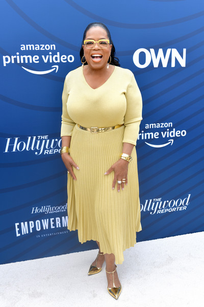 Oprah Winfrey styled her dress with gold T-strap pumps.