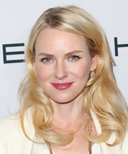 Naomi Watts wound her bright blonde locks into brushed-out barrel curls for The Hollywood Reporter Nominees' Night 2013.