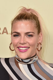 Busy Philipps wore her hair in a messy ponytail at the Hollywood Reporter and SAG-AFTRA Emmy nominees night.