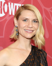 Claire Danes looked trendy and glam with her asymmetrical waves at the premiere of 'Homeland' season 8.