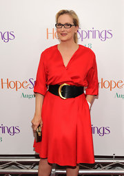 A wide C-buckle belt flattered Meryl's stunning figure.