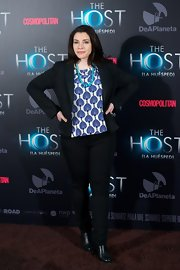 Stephanie Meyer added a pop of color and feminine flair to her look at 'The Host' red carpet with this blue print top.
