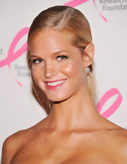 Erin Heatherton patted on a touch of pearly pink lip stain for the Hot Pink Party.