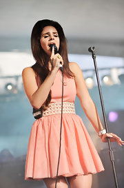 Lana Del Rey looked like a retro doll in her voluminous 'do and pink fit-and-flare dress.