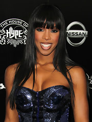 Kelly Rowland arrived at the House of Hype's 2011 MTV Video Music Awards after party with sleek and shiny straight hair and lash-grazing bangs.