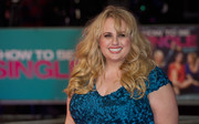 Rebel Wilson sported windblown curls at the European premiere of 'How to Be Single.'