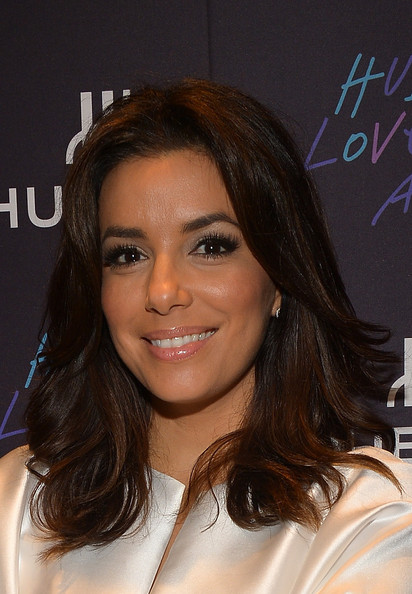 For her lips, Eva Longoria chose a subtle color with lots of shine.