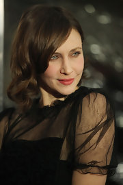 Vera Farmiga wore her hair in soft waves with side-swept bangs at the NYC premiere of 'Hugo.'