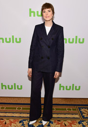 Agyness Deyn went masculine-chic in a double-breasted navy pantsuit at the 2018 Hulu Winter TCA event.