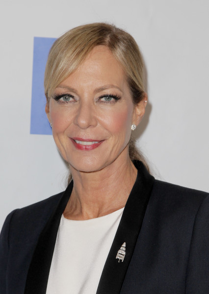 Allison Janney wore her hair in a casual ponytail at the Voices for Justice dinner.
