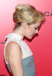Jena Malone pulled her hair back in a retro-chic French twist for the 'Catching Fire' NYC premiere.