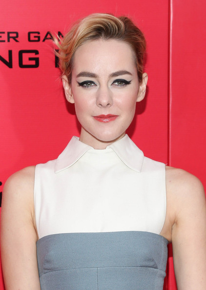 Jena Malone looked striking with her cat eyes during the 'Catching Fire' NYC premiere.