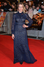 Edith Bowman went for old-school elegance in a long-sleeve, high-neck lace gown during the 'Mockingjay' London premiere.