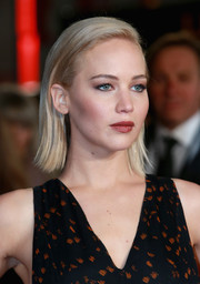 Jennifer Lawrence opted for a simple straight 'do when she attended the 'Hunger Games: Mockingjay Part 2' UK premiere.