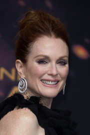Julianne Moore styled her look with an eye-catching pair of diamond swirl earrings by Chopard.