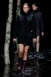 Suki Waterhouse looked fierce in a black toggle coat while walking the Hunter Original runway.