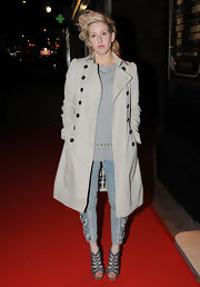 Elie paired her coveted Burberry trench coat with a pair of acid washed jeans and a grey pair of strappy sandals.
