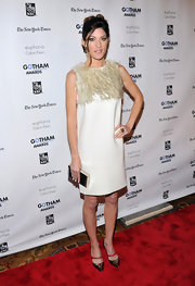 Jennifer Carpenter topped off her chic shift dress with metallic stilettos.
