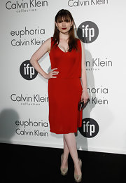 Hayley Atwell looked fab at the Women in Film celebration in this simple red draped dress.